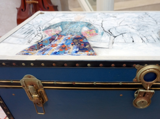 Painting a chest by Ingela Johansson wip